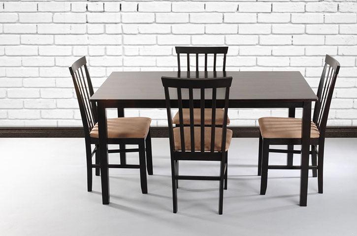 Spisebord og møbler